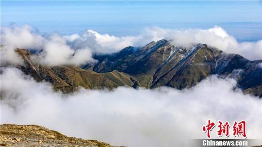 巴尔斯雪山景色优美,犹如置身于仙境。 郎文瑞 摄