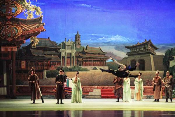 丝路连榕陇  花雨寄深情——《丝路花雨》赴福建福州市演出(图)