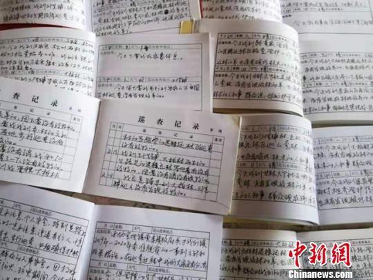 图为朱强国的手写护林日记展示。 钟欣 摄