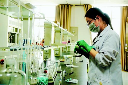 定西陇西县:强化中药材质量监测 促进中医药产业健康发展