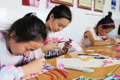 """""""爱祖国·爱阅读""""榆中县创意书签设计制作 让孩子们爱上阅读"""