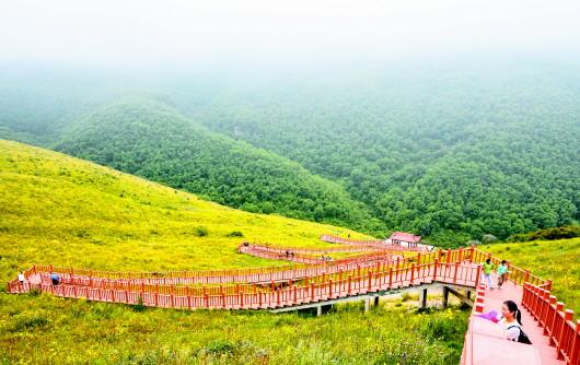 定西渭河源景区受游客青睐