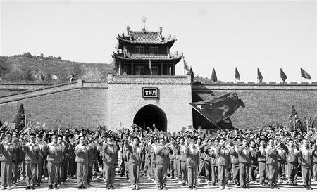 白银会宁县举行千人快闪共唱《我和我的祖国》