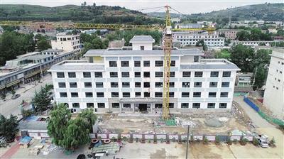 正在建设中的积石山县吹麻滩小学教学楼