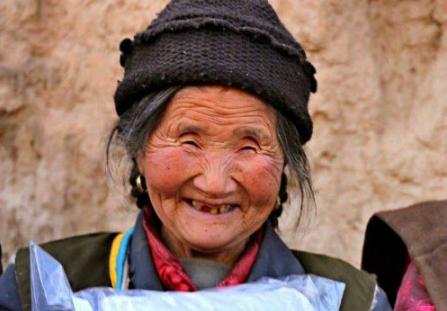 """江城武汉: 一件""""新年新衣""""的温暖之旅"""