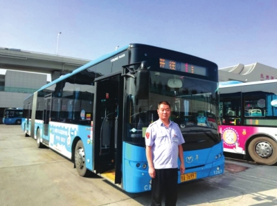 一张张发黄公交老照片见证亚博网上开户公共交通变迁