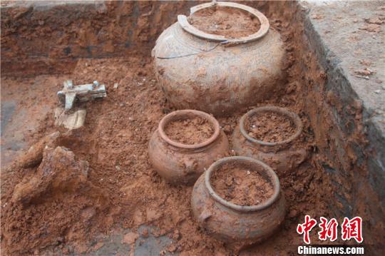 浙江东钱湖陶公山发现东汉时期砖室墓群