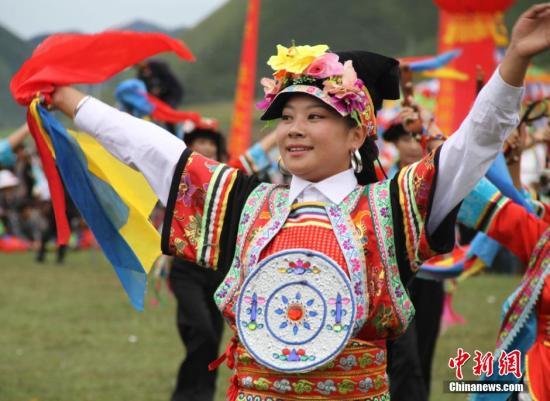 探访甘南藏地香浪节