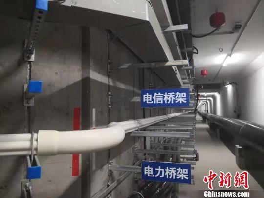 图为综合地下管廊待安设 区域的不同 类型桥架。 高康迪 摄