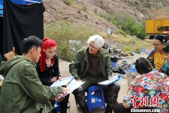 科幻电影《猎杀外星人》在宁夏开机