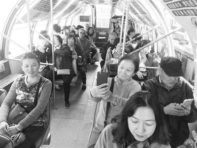 """千余无极4娱乐官网下载地址市民 """"无车日""""免费乘坐水上巴士"""