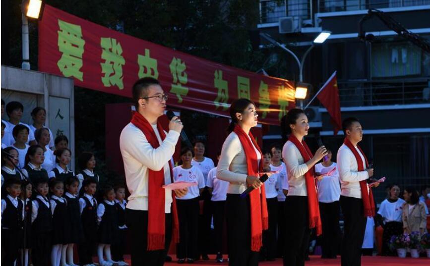 山西运城:社区联欢迎国庆