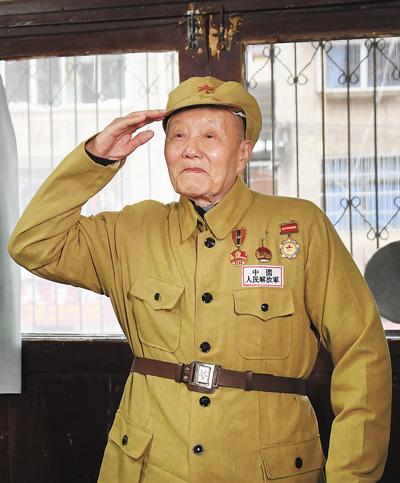 """""""共和国勋章""""获得者张富清—— 紧跟党走,做党的好战士(国家勋章和国家荣誉称号获得者)"""