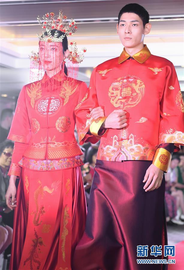 (社会)(1)宋锦主题服装秀在港举行
