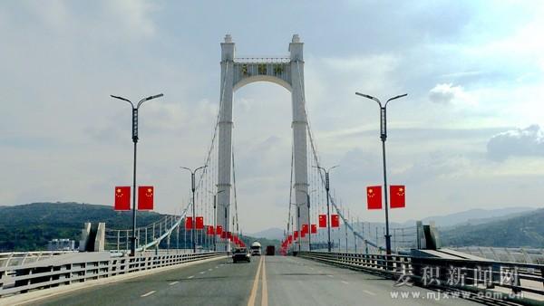 【壮丽70年 奋斗新时代】麦积区:高挂国旗 喜迎国庆