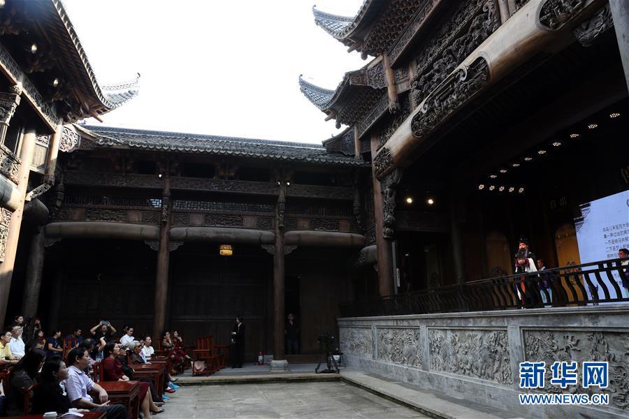 (文化)(5)上海:300年历史古戏楼开幕运营