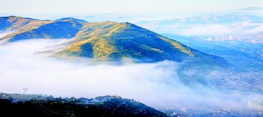 定西:雾涌笔架山