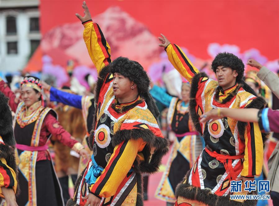 (社会)(4)西藏:千人锅庄颂祖国