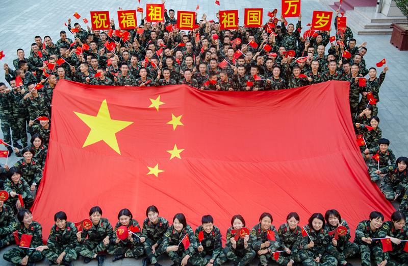 甘肃武警:五星红旗,我为你骄傲(组图)