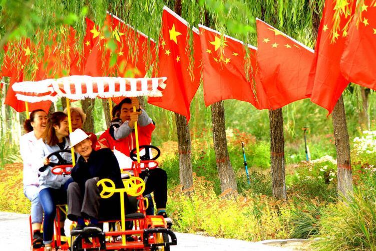 【甘肃五个一百网络正能量图片·系列展播(77)】张掖:喜气洋洋欢度国庆节
