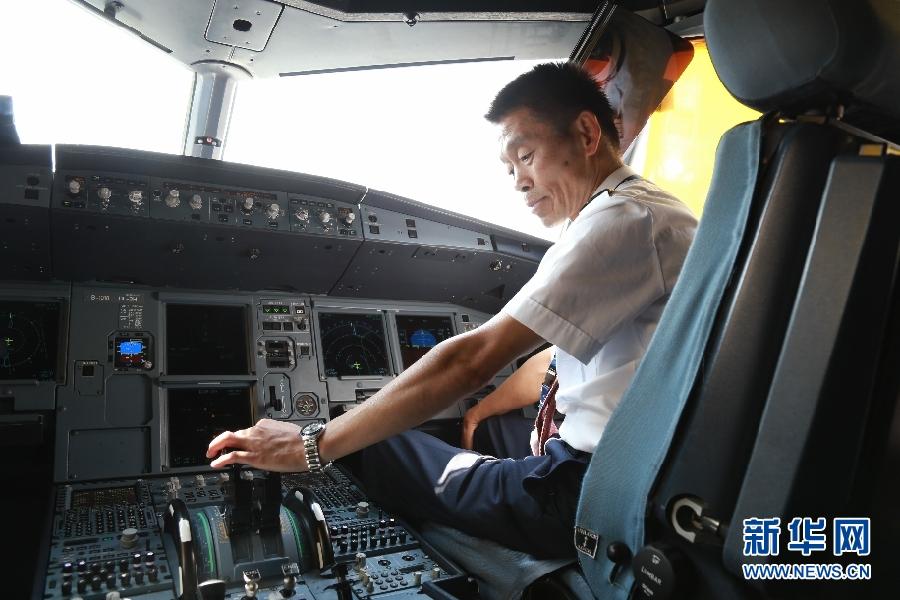 """【陇原面孔】 """"五星""""退休老机长:驾驶过五种机型 安全飞行两万小时"""