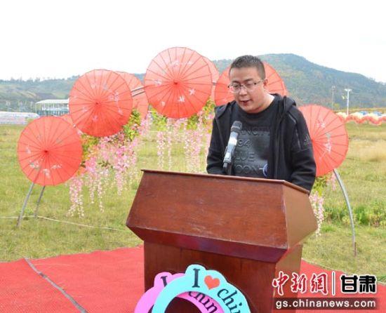 图为甘肃法台山景区负责人周立栋致辞。
