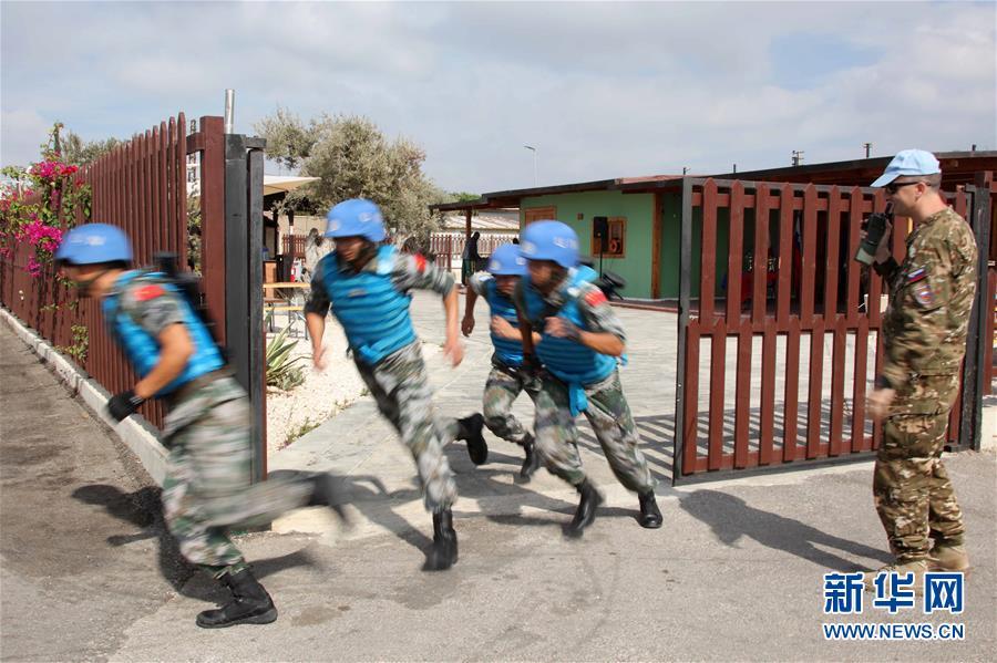 (国际)(1)中国维和官兵联黎部队军事障碍赛夺冠
