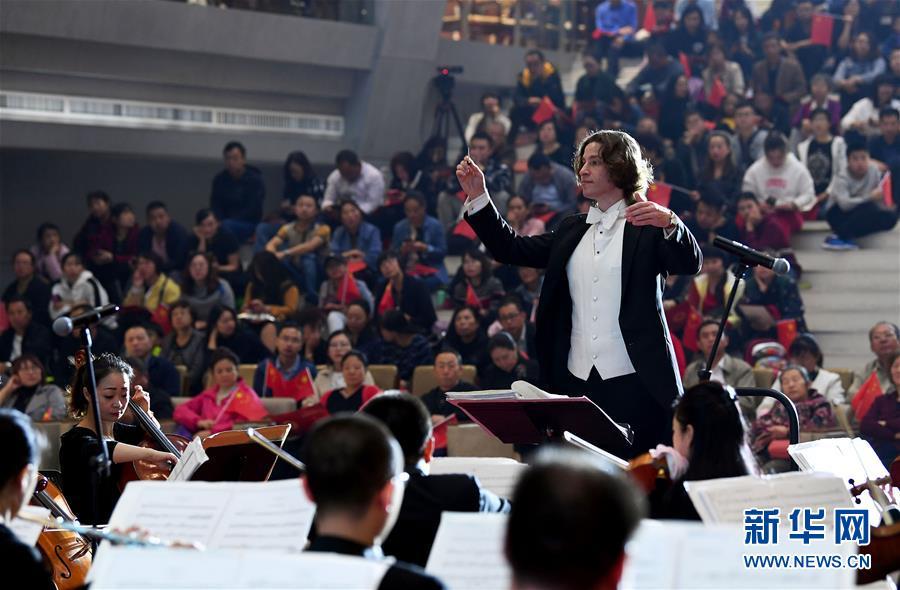山西太原:图书馆里的交响音乐会