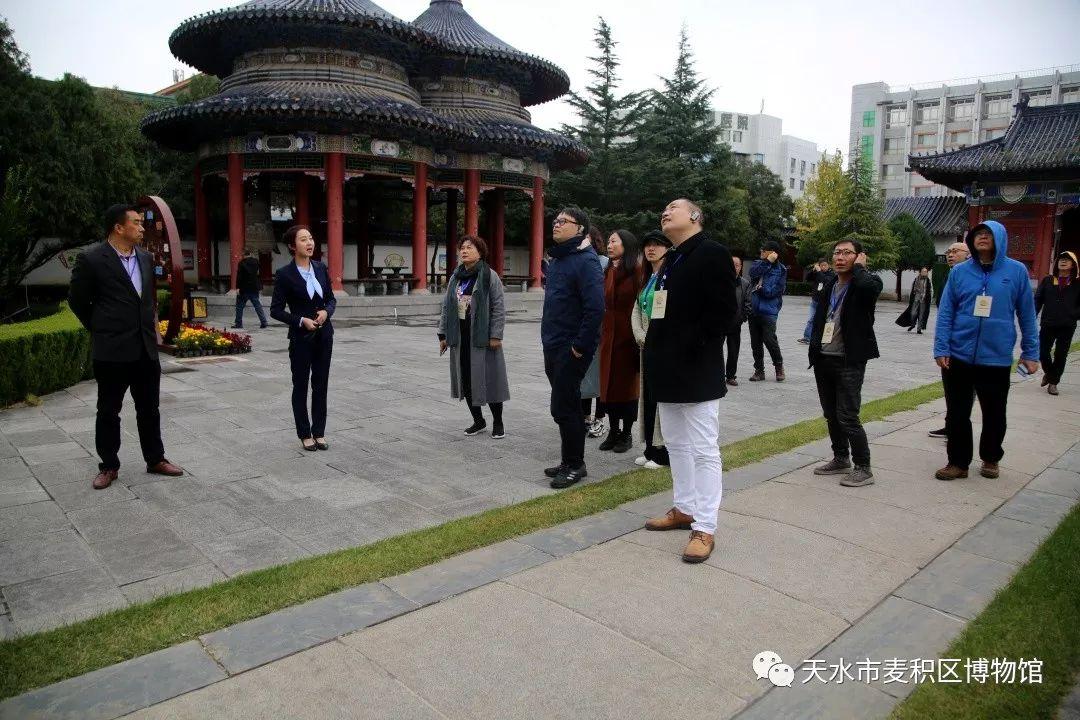 """第四届""""中国天水・李杜诗歌节""""全国著名作家、诗人采风组走进麦积区博物馆"""