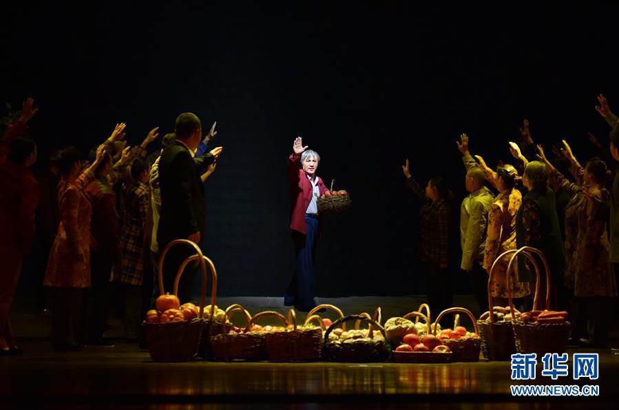 (文化)(3)河北梆子《李保国》在河北省安平县演出