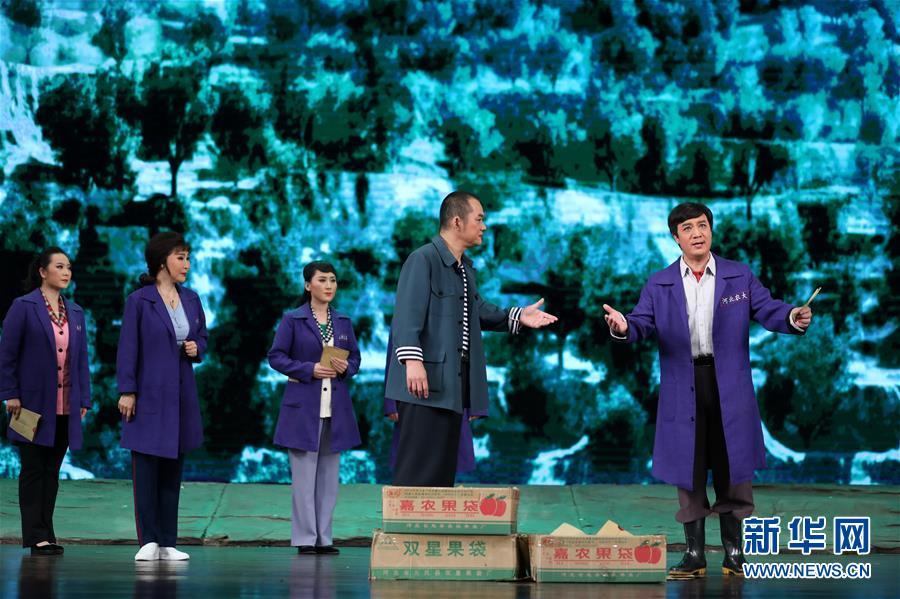 (文化)(5)河北梆子《李保国》在河北省安平县演出