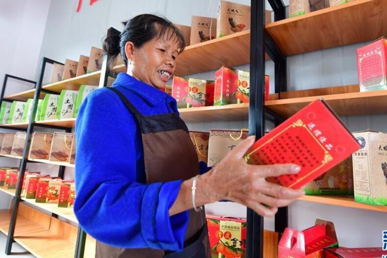 """广西融安:""""扶贫爱心超市""""助脱贫"""