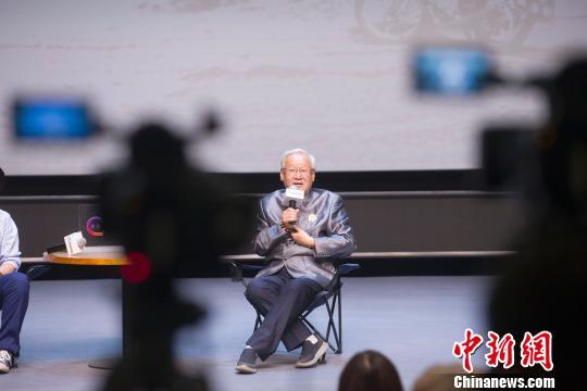 """""""中国电影界泰斗""""谢飞致青年导演:要知晓""""十八般武艺"""""""