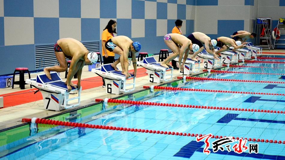 """天水市举行首届""""天水杯""""游泳比赛甘肃省200名运动员参加"""