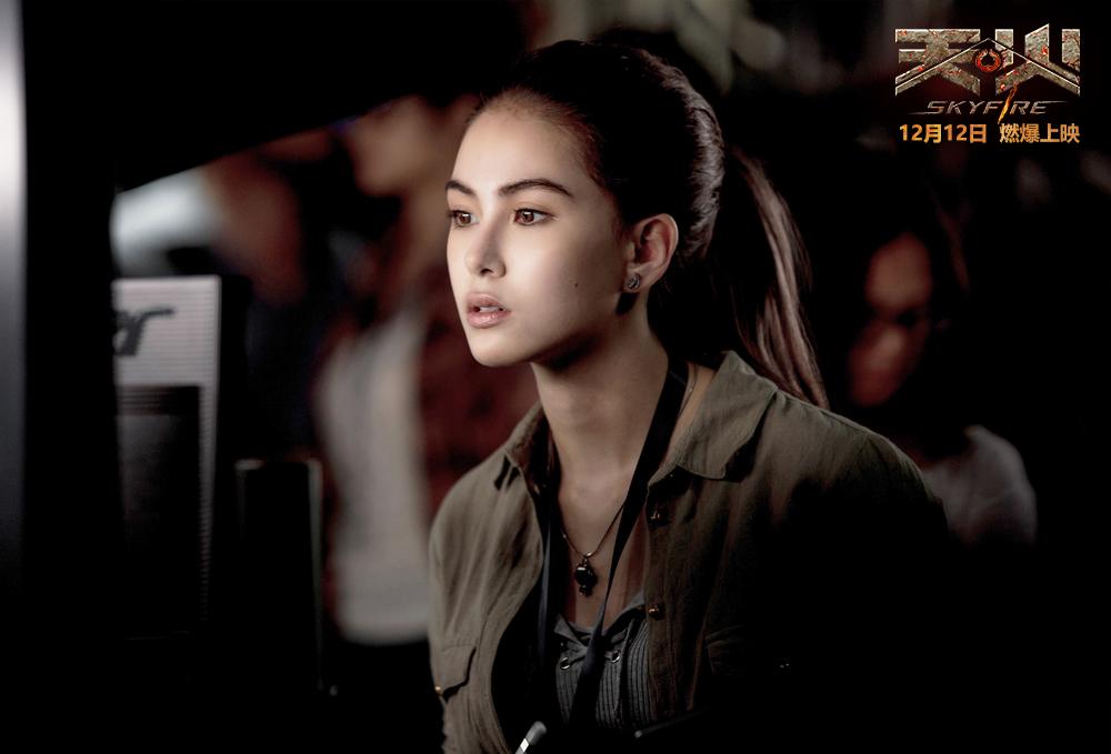 电影《天火》定档预告海报双发 12月12日上映