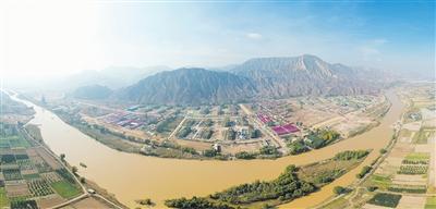 远眺沿洮河经济带东乡段建设场景