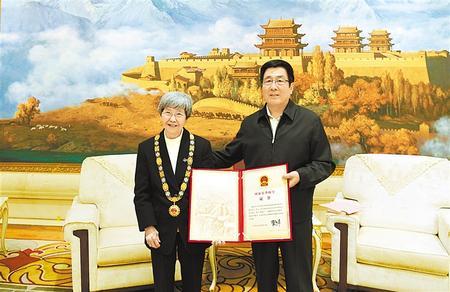 """林铎会见""""文物保护杰出贡献者""""国家荣誉称号获得者樊锦诗"""