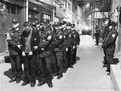 兰州城关警方捣毁一卖淫嫖娼窝点 抓获违法犯罪嫌疑人15名