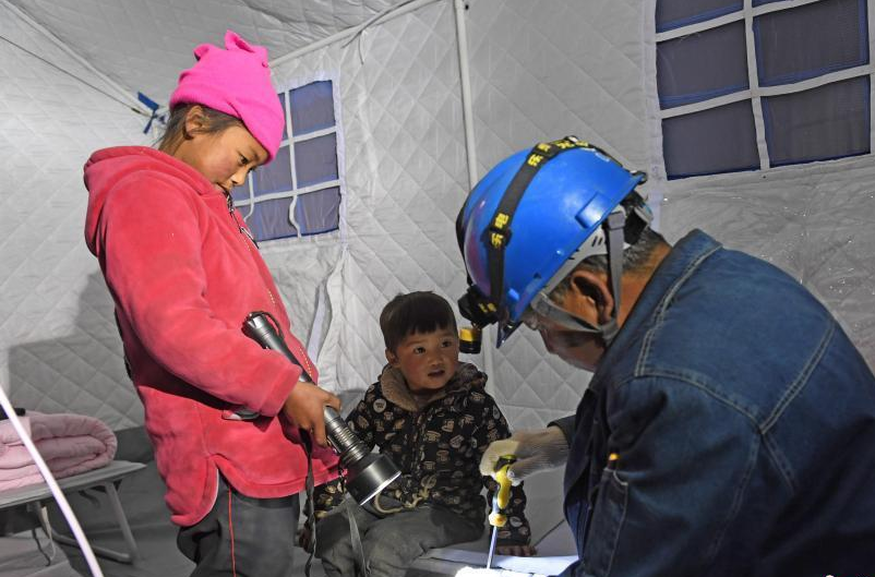 甘肃夏河5.7级地震震中:民众已集中安置
