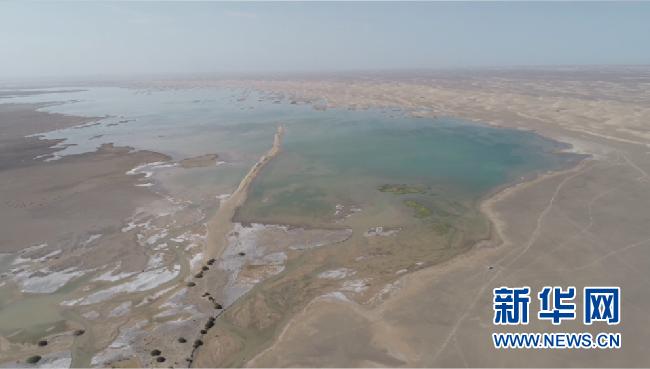 敦煌一干涸约300年的湖泊再漾碧波