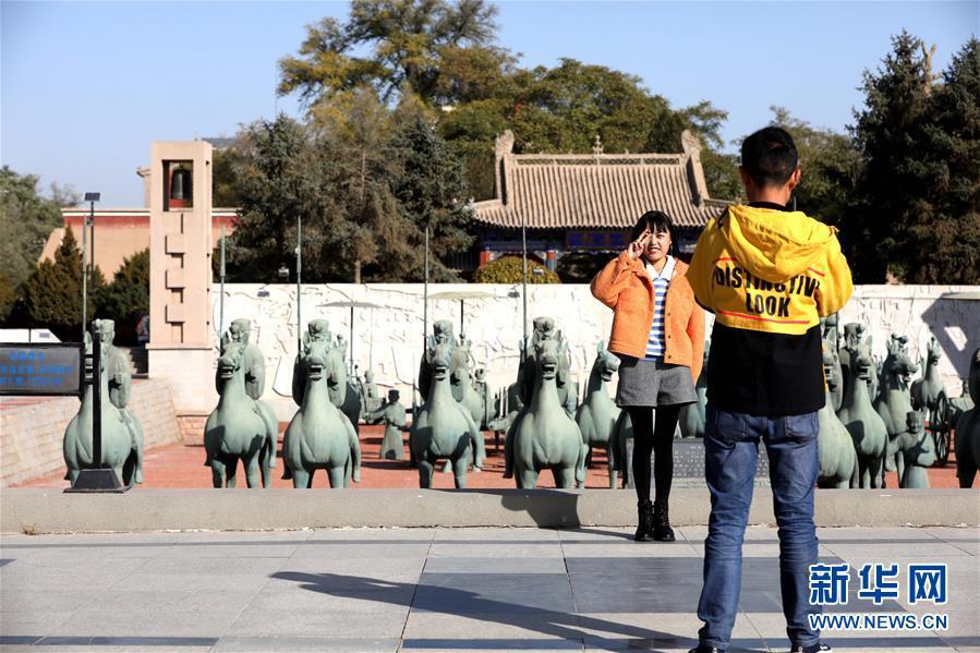 """(社会)(3)甘肃武威:""""铜奔马""""出土地引客来"""