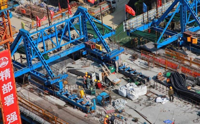 贵阳:人民大道火车站大桥建设进展顺利