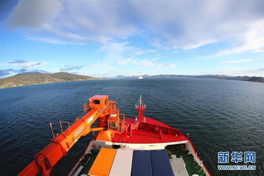 """(""""雪龙""""探南极·图文互动)(4)""""雪龙2""""号抵达澳大利亚 首次停靠外港"""
