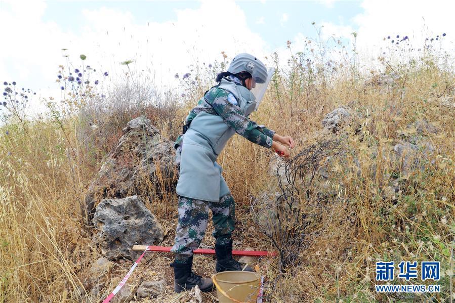 (国际·图文互动)(4)她们在雷场成长——记中国赴黎维和扫雷女兵
