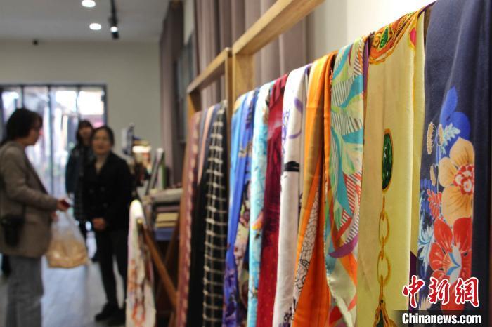 """""""丝绸之乡""""山东柳疃孵化现代产业让传统非遗迸发新活力"""