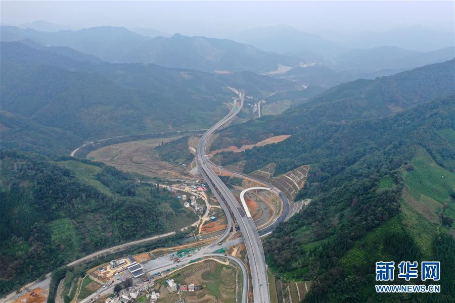 (社会)(1)广西百色:千沟万壑变通途