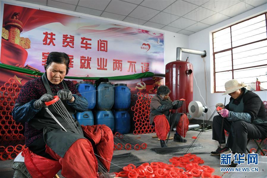 甘肃庄浪:宫灯扶贫车间让妇女家门口就业