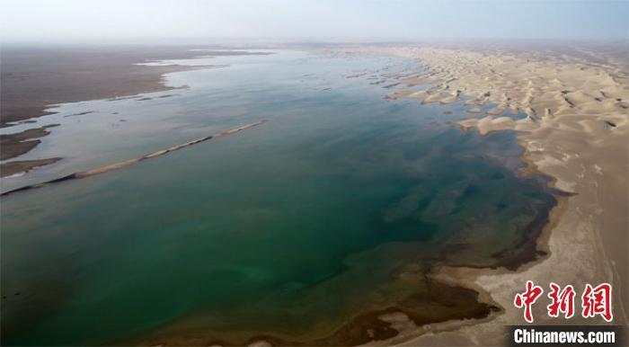 """甘肃疏勒河现""""大河西流""""盛景 哈拉奇湖300年后见碧波"""