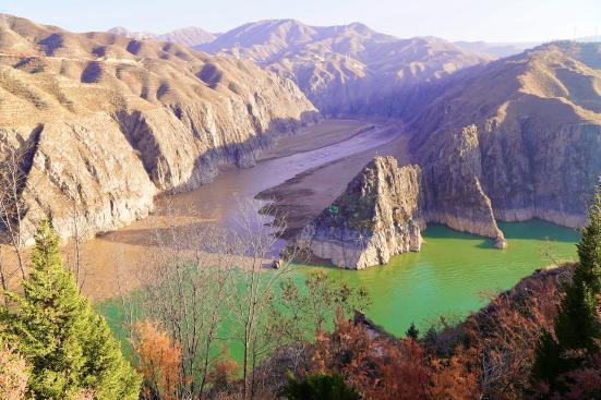 甘肃省永靖县:阻挡泥沙入黄河,秃山披绿绽新颜