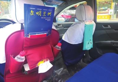 """首个""""精致出租车组""""上路""""人性化""""服务广受市民好评"""